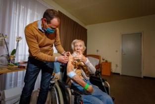 Ook diva Jo Leemans (93) krijgt haar prikje tegen corona