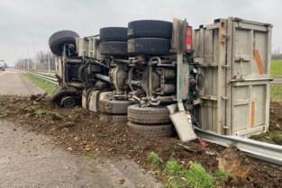 Vrachtwagen gekanteld op E313 in Bilzen