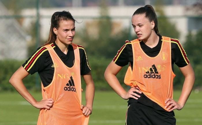 """De carrière van Gouden Schoen Tine De Caigny begon in Vrasene: """"Ik kan iedereen aanraden om met jongens te voetballen"""""""