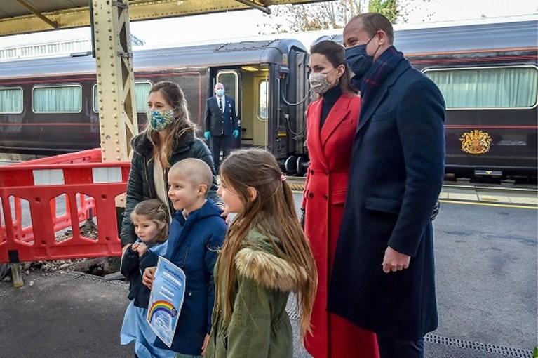 ROYALS. William en Kate krijgen kritiek, Fergie schrijft stationsromannetje