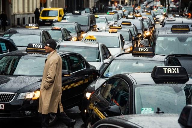 Strijd tussen taxi's en Uber duurt voort: Grondwettelijk Hof moet zich buigen over zaak