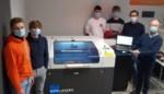 Leerlingen ontdekken de laser snijmachine