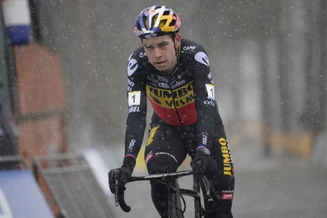 """Wout van Aert na eerste overwinning in tricolore kampioenstrui: """"Ik hoop straks een mooie foto van mezelf te vinden"""""""