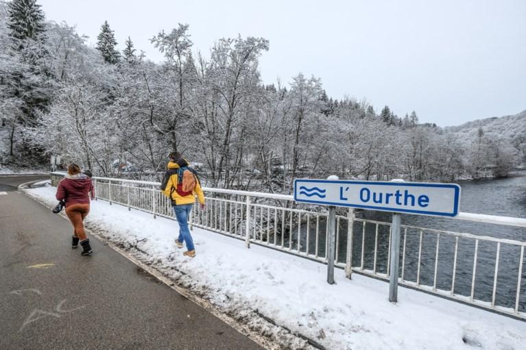 Eerste sneeuw is gevallen en meteen ook eerste ongevallen, Vlaams Verkeerscentrum waarschuwt voor gladde wegen