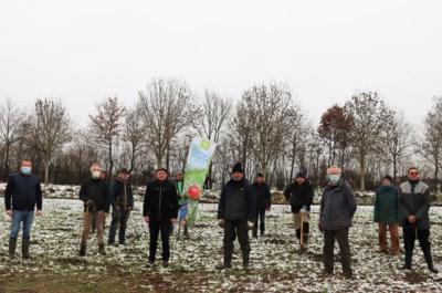 Natuurpunt Zwevegem plant eerste bomen van nieuw Waterhoevebos