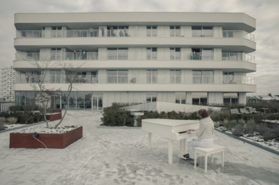 Katrien Verfaillie maakt videoclip op terras woon-zorgcentrum