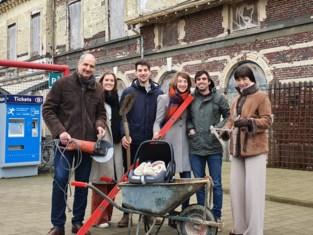 """Familie koopt station uit 1835 en renoveert het volledig zelf: """"Dit wordt ons levenswerk"""""""