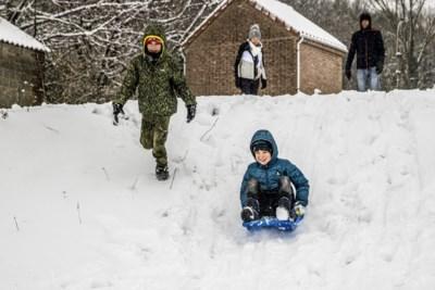 Laatste sneeuwpret, slippartijen door gladde wegen