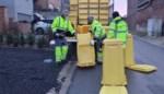 Gedaan met de zoektocht naar kartonnen dozen voor papierafval: burgemeester levert zelf de eerste gele papiercontainers bij inwoners