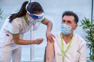"""Personeel ZNA Middelheim krijgt eerste Moderna-vaccins: """"Een hele eer"""""""