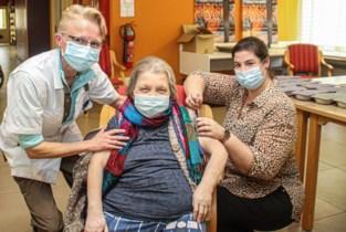 Bewoners van rusthuis De Linde krijgen hun eerste prik