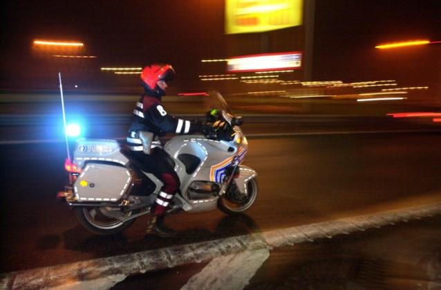 Politie komt lockdownfeestje met 33 aanwezigen op het spoor door foto op Facebook: voor 24.000 euro aan boetes