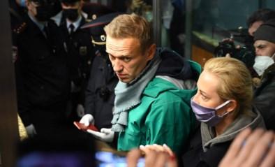 """Navalny meteen opgepakt na landing in Moskou: """"Hij heeft geen toegang tot advocaten"""""""