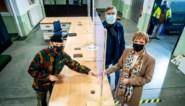 Defensie overhandigt sleutels: opbouw van vaccinatiecentrum Leopoldsburg gestart