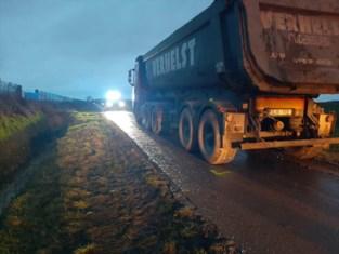 Fietser zwaargewond na ongeval met vrachtwagen