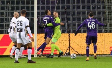 Anderlecht kreeg tegen Charleroi twee strafschoppen en claimde zelfs nog een derde, maar kreeg die niet: terecht?