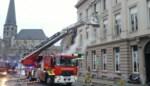Brandweer redt bewoner én katje uit hevige brand op de Vlasmarkt