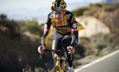 """Wout van Aert vertrok met tegenzin op stage, maar spurt nu iedereen uit het wiel: """"Hij is echt wel blij dat hij mee is"""""""