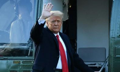 Het moment waarop Donald Trump samen met Melania Witte Huis verlaat