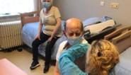 """Politici onder vuur na warrige communicatie over vaccinaties: """"Telkens remmen en weer gas geven"""""""
