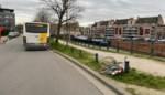 Fietser slaat en klopt op bus na aanrijding: politie komt ter plaatse