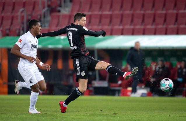 Lewandowski schiet Bayern vanaf elf meter langs Augsburg