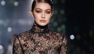 """Topmodel Gigi Hadid over zwangerschap op de catwalk: """"Backstage was ik zo misselijk"""""""