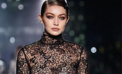 """Gigi Hadid over zwangerschap op de catwalk: """"Backstage was ik zo misselijk"""""""
