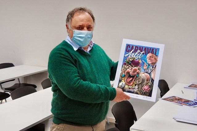"""Belofte maakt schuld en dus kwam Marc Van Ranst 130 'corona-affiches' signeren: """"Moest hand laten rusten"""""""