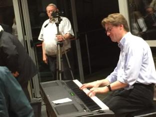 Jeroen D'Hoe geeft les: hoe maak je een vrolijk liedje