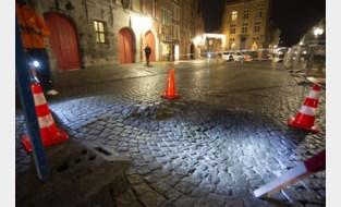 Put van halve meter diep onder Brugse straat