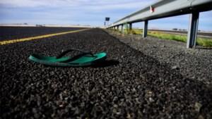 Van de vergeetachtige trucker tot een verrassing uit de lucht: waar komen die 'eenzame' schoenen op wegen vandaan?