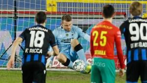 Zo pak je een elfmeter: Simon Mignolet maakt Sakala gek en stopt nog maar eens een penalty