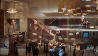 """Folkband About Jay heeft eerste album klaar: """"Nu vol ongeduld wachten tot we op het podium kunnen"""""""