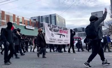 Antifa sloopt partijgebouw Democratische partij tijdens Bidens eedaflegging