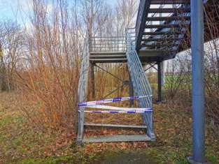 Onbekenden slaan bizarre slag aan voetgangersbrug, gebruikers moeten honderden meters omlopen