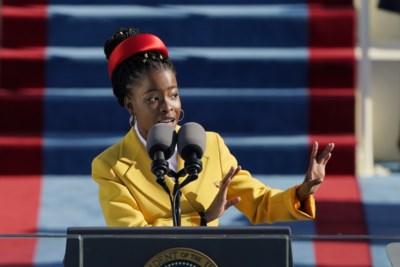 In zes minuten van onbekende tot fenomeen (en bestsellerauteur): 22-jarige dichteres met spraakstoornis steelt miljoenen harten op inauguratie Joe Biden