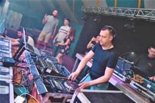 Dj Onix toont met Tieltse DJ School de weg naar Tomorrowland, waar hij zelf al twee keer optrad