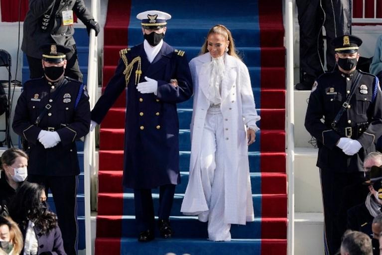 Jill Biden in blauw, Jennifer Lopez in Chanel: dit zijn de outfits van deze inauguratie