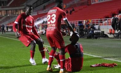 Opvallend: amper handvol spelers van Antwerp kwam met Lamkel Zé vieren, De Laet keerde zich zelfs om