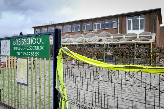 Waarom de ene school sluit na een besmetting en de andere niet? En hoeveel zijn er nu al dicht?
