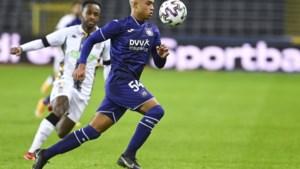 """Killian Sardella werd vergeleken met Kompany, maar ontbolstert nu als rechtsback bij Anderlecht: """"Vanden Borre geeft me veel goeie raad"""""""