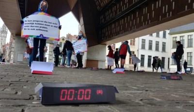 """Foutje van drukker houdt protesterende jongeren niet tegen: """"Vijf voor twaalf voor ons mentaal welzijn"""""""