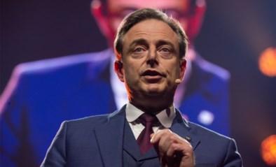 """Bart De Wever voorspelt moeilijke jaren voor N-VA in nieuwjaarstoespraak: """"Van twee kanten onder vuur"""""""