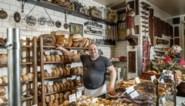 Bernard (51) bakt zijn broden met een moederdeeg van 90 jaar oud