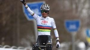 Wereldkampioene Ceylin del Carmen Alvarado soleert naar winst in Flandriencross