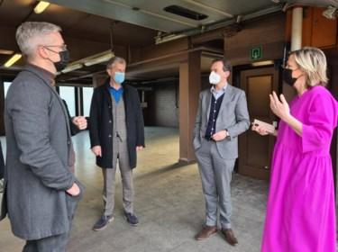 """Minister Beke onder de indruk bij bezoek aan vaccinatiecentrum: """"In dit leerproces is een terreinbezoek nodig"""""""
