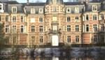 Wie wil iets aanvangen met dit prachtige kasteel in Stabroek?