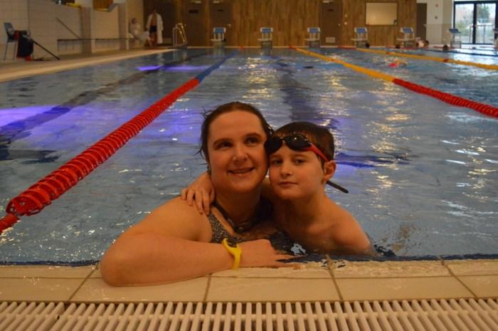 't Is voor echt: grote publiek zwemt eerste baantjes in Zwemkom