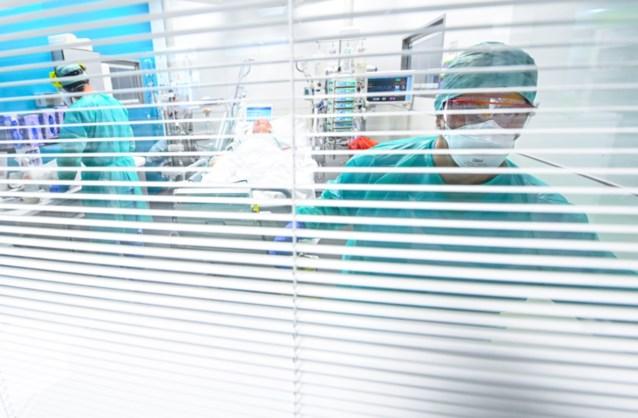 CORONACIJFERS. Ziekenhuisopnames stijgen met 14 procent, geen daling meer van aantal besmettingen